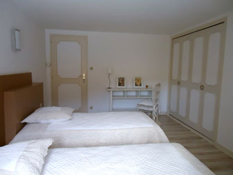 "The ""Café"" bedroom : two beds"